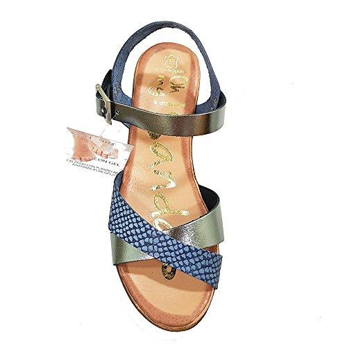 Sandalia piel marino grabadas platino. Talla 40