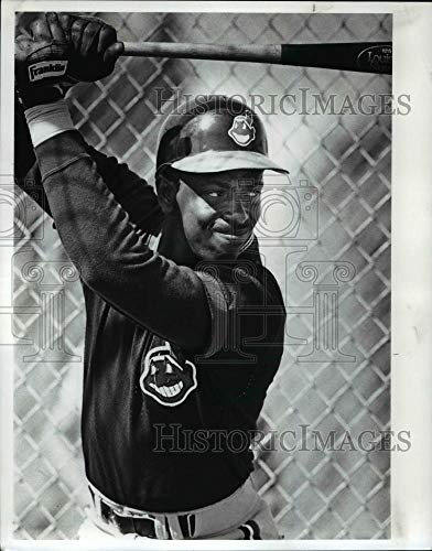 Indians Batting Cleveland Practice - 1988 Press Photo Julio Franco taking batting practice. Cleveland Indians.