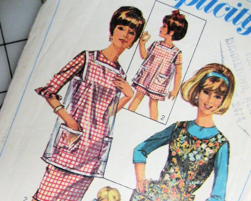 (Simplicity 6809 Vintage Pinafore Apron Sewing Pattern Large Pockets Child Size Small 6 to 8)