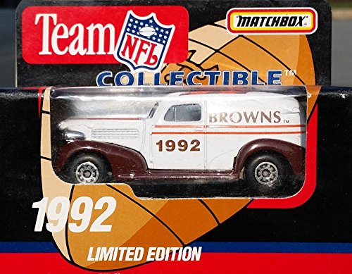 Matchbox 1992 CLEVELAND BROWNS NFL FOOTBALL Vintage Ford Truck in 1:64 Scale Diecast