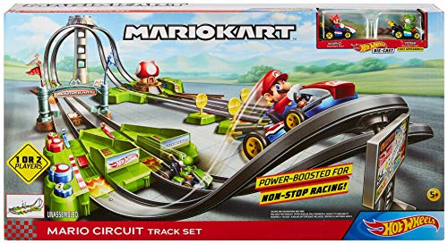 Hot Wheels Mario Kart Circuit Track Set with 1:64 Scale Die-Cast Kart Replica Ages 3 and Above