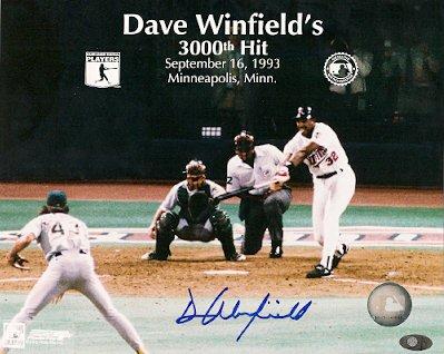 (Autographed Dave Winfield - Minnesota Twins - Photo)