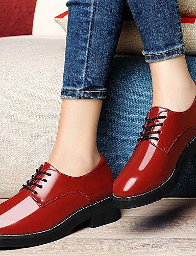 ZQ 2016 Zapatos de mujer - Tacón Plano - Comfort - Oxfords - Oficina y Trabajo / Fiesta y Noche / Vestido - Semicuero - Negro / Rojo , red-us8.5 / eu39 / uk6.5 / cn40 , red-us8.5 / eu39 / uk6.5 / cn40 black-us8 / eu39 / uk6 / cn39