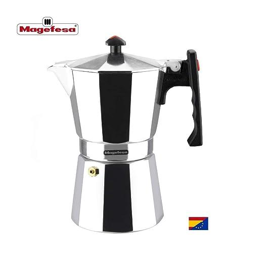 Cafetera Magefesa Colombia está Fabricada en Aluminio Extra Grueso. Pomo y Mangos ergonómicos de bakelita Toque Frio. (Aluminio, 6 Tazas)