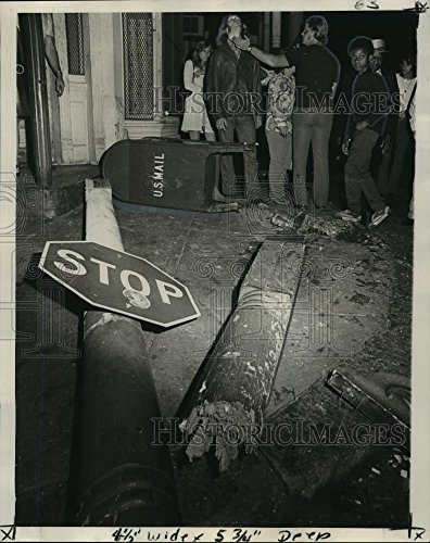 Vintage Photos Historic Images 1972 Press Photo Street Sign Mailbox After Accident on Dauphine Streets - 10 x 8 - Dauphine Press