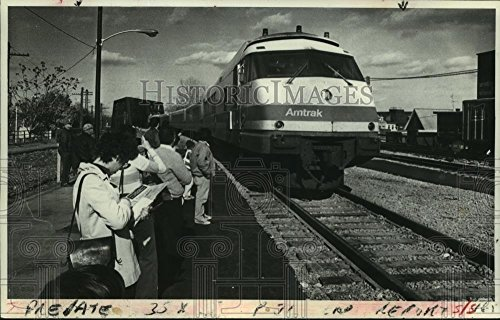 Historic Images 1978 Press Photo Empire State Express train arrives, Schenectady Amtrak Station - 5.75 x 9 in ()