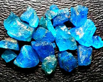 20cts Dark Neon Blue Apatite Wire Wrapping Jewelers ()