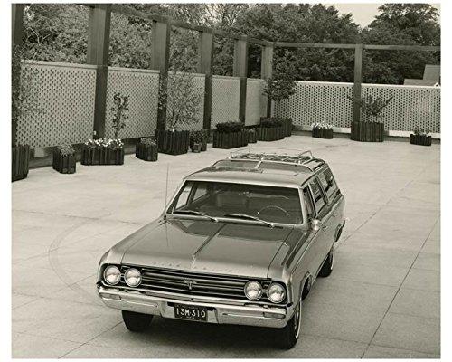 - 1964 Oldsmobile Vista Cruiser Automobile Factory Photo