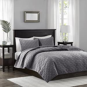 Madison Park Harper Velvet King/Cal King Size Quilt Bedding Set - Grey, Geometric - 3 Piece Bedding Quilt Coverlets - Velvet with 90% Cotton Filling Bed Quilts Quilted Coverlet