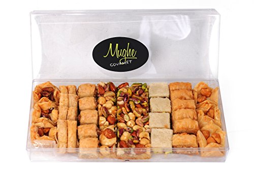 Traditional Turkish Baklava Pastry Assorted Assortment with Pistachio In Luxury Gift Box Best Pastries Sampler Gift Box Assortment