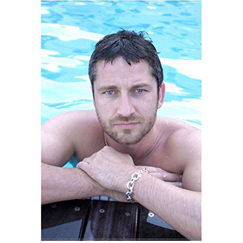 (Gerard Butler 8x10 Photo 300 How to Train Your Dragon P.S. I Love You Half In/Out of Pool kn)