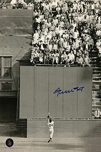 (Willie Mays Autograph Replica Super Print - The Catch - Portrait - Unframed)