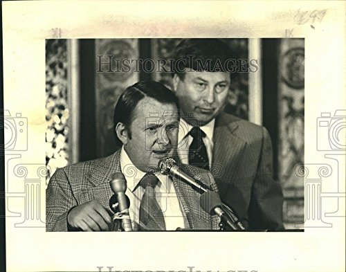 Vintage Photos Historic Images 1979 Press Photo Mickey Holmes The Sugar Bowl TU's Hindman Wall - 8 x 10 in (1979 Sugar)