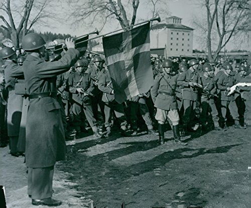 Vintage photo of Lv 3 opens in Norrt228;lje. With the trumpet fanfare, the Air Defense Registry welcomes its new garrison city