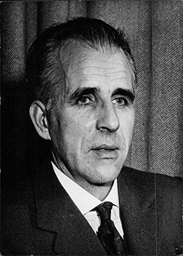 vintage-photo-of-portrait-of-mervyn-laurence-peake