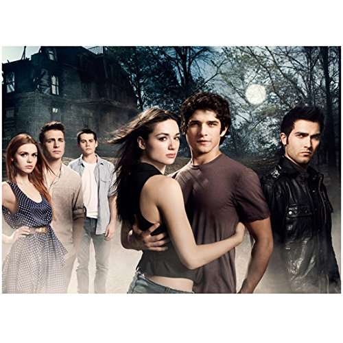 Tyler Posey 8 inch X 10 inch photograph Teen Wolf (TV Series 2011 - ) Outdoors w/Cast Holding Holding Crystal Reed Full Moon kn