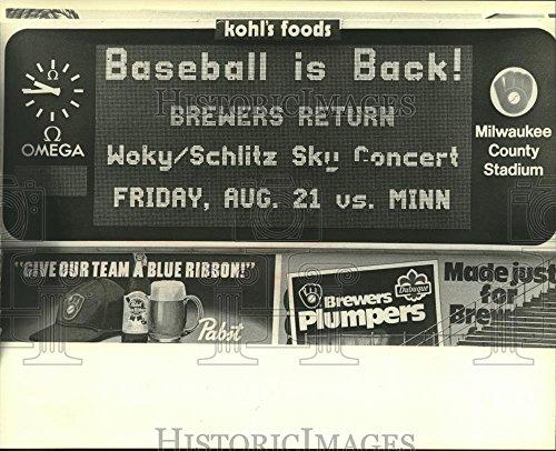 (Vintage Photos 1981 Press Photo County Stadium scoreboard relays news about baseball strike)