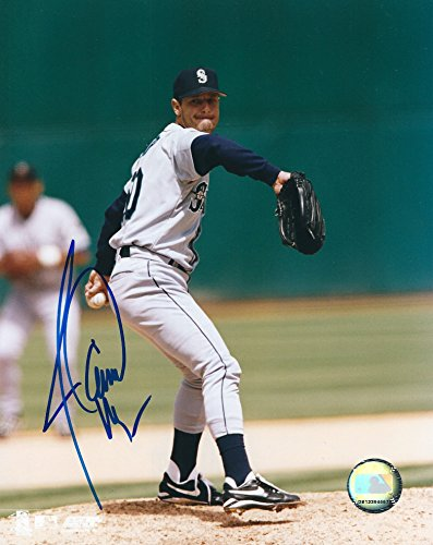 Autographed Jamie Moyer Seattle Mariners 8x10 Photo (Seattle Mariners Autograph)