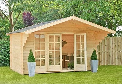 Outdoor Gartenhaus / Blockbohlenhaus Eva 380 Sockelmaß: 380 x 380 cm Dachtsand: 460 x 540 cm Wandstärke: 40 mm Rauminhalt: 32 cbm Ausführung: naturbelassen Material: Massivholz