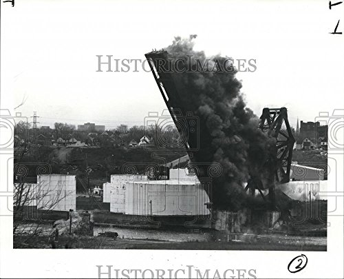 1987 Press Photo The New York Central Railroad bridge - cva82633 - 8 x 10 in. - Historic Images Collectible New York Central Railroad