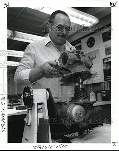 Vintage Photos Historic Images 1989 Press Photo Franklin Parsons Puts a Pump Used inf-16 Jet Fighter - 10.25 x 8 in