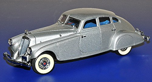 - 1/24 Scale 1933 Pierce Silver Arrow by the Danbury Mint