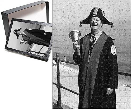 [Photo Jigsaw Puzzle Of Dorset Town Crier] (Town Crier Costumes)