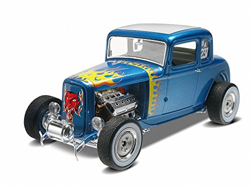Revell Slot Cars (Revell 1/25 '32 Ford 5 Window Coupe 2' n 1)