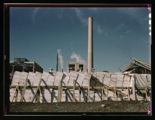 Photo: Southland Paper mill,Kraft,chemical pulp,making newsprint,Lufkin,Texas,TX,1943