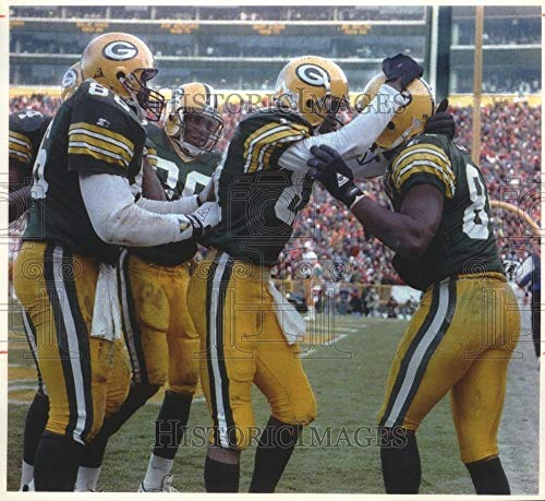 - Vintage Photos 1993 Press Photo Green Bay's Sterling Sharpe mobbed by Team After Winning Score.