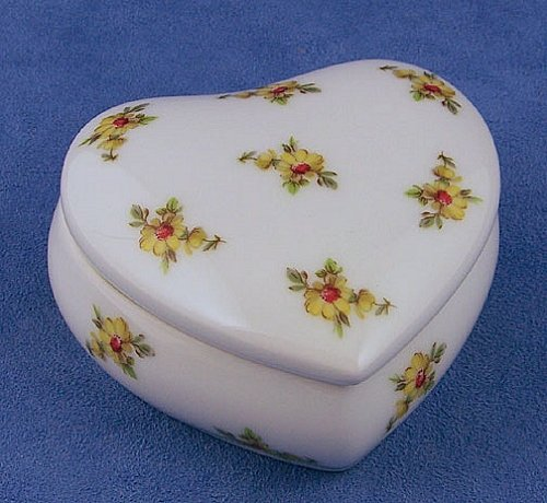 Limoges Yellow Buds Large Heart Box (Box Yellow Limoges)