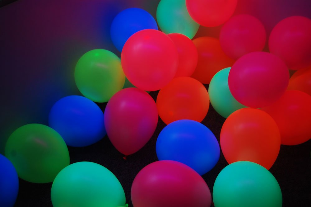 DirectGlow Set of 200 Assorted 11 inch UV Blacklight Reactive Latex Balloons (6 Color Mix)