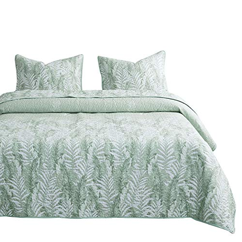 Wake In Cloud - Leaves Quilt Set, Tropical Palm Tree Banana Tree Leaf Pattern Printed in Green White, 100% Cotton Fabric with Soft Microfiber Inner Fill Bedspread Coverlet Bedding (3pcs, Queen Size) (Tropical Quilt Fabric)