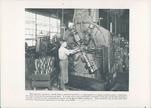 1930 Photo Gigantic Machine Huge Airplane Motor Hydraulic Feed Drilling Man - Hydraulic Drilling Machine