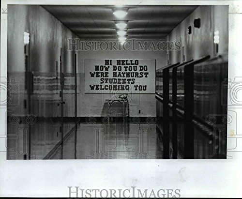 1977 Press Photo Cheery sign for Portland Public School first day of school