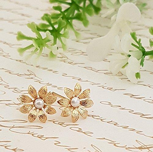 Floral Stud Earrings,Wedding Gold Flower Earrings.Gold Pearl Bridal Stud Earrings, Dainty Gold Stud Earrings with freshwater pearls ()