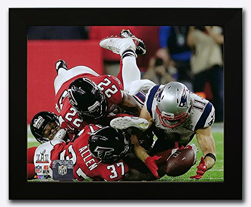 New England Patriots Julian Edelman Makes The Catch Of A Lifetime During Super Bowl LI Trophy. 8x10 Photo Picture. Frd.