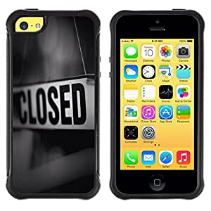 iKiki Tech / Estuche rígido - Closed Sign Store Message Black White - Apple iPhone 5C