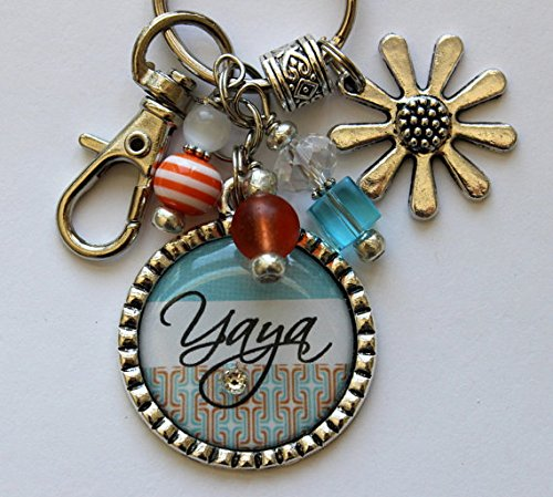 Customizable Yaya keychain silver daisy flower charm Pendant beaded, 40th Birthday gift, Personalized necklace, Happy birthday gift, YOUR NAME HERE, key chain or necklace