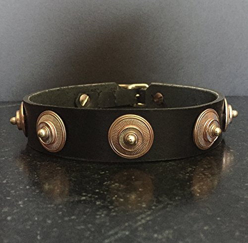 Collier Leeds Larry leather dog collar with raw brass decor