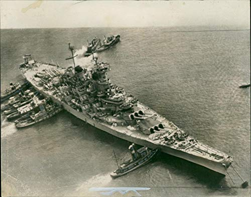 Vintage photo of USS Wisconsin (BB-64) a sister ship of missouri.