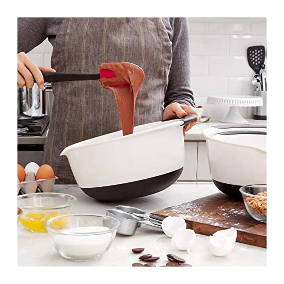 Oxo Good Grips 3-piece Silicone Spatula Set 8 3-Piece Silicone Set includes: Small Spatula, Medium Spatula and Spoon Spatula Small Spatula ideal for reaching food in jars and other tight spaces Medium Spatula features rounded edge for scraping bowls and square edge for pushing batter into corners