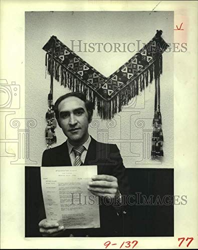 1981 Press Photo Salim Darwesh owns an Afghan restaurant in Houston - hca86826