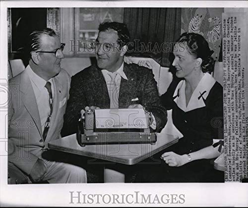 56 Vintage Press Photo Retired Boxer Rocky Marciano Talks with Russ Murray and Wife ()
