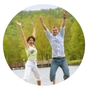 alfombrilla de ratón saltando y feliz pareja en un lago - ronda - 20cm