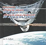 Space Stations, Roy A. Gallant, 076141035X