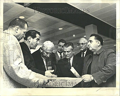 1963 Press Photo Francis Lorenz OHare airport road case - - Map Ohare Airport
