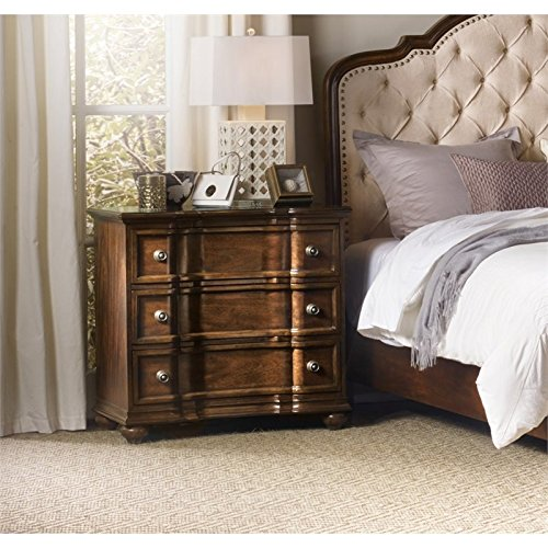 (Hooker Furniture Leesburg Bachelors Chest in Mahogany )