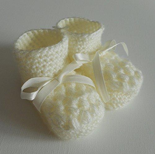 Paar Hausschuhe/Booties gestrickt, mit Schleifenband für Bebe Säuglinge, creme