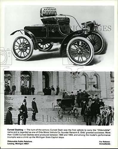 Vintage Photos Historic Images 1988 Press Photo The Curved Dash was The First Vehicle to Carry The Oldsmobile - 10 x 8 in